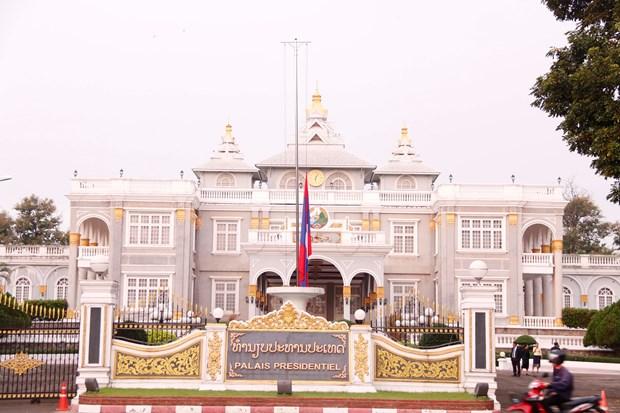 老挝开始举行为期两天的国葬 向越南国家主席陈大光致哀 hinh anh 1