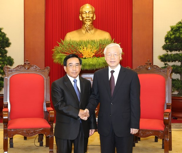 越共中央总书记阮富仲会见老挝党、国家高级代表团 hinh anh 1