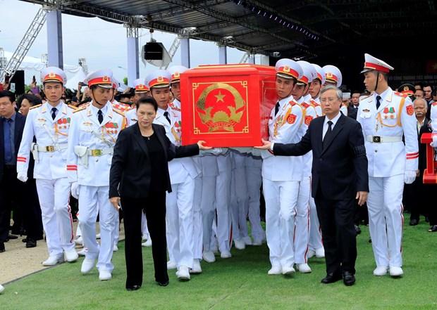 越南国家主席陈大光安葬仪式在其家乡宁平省举行 hinh anh 1