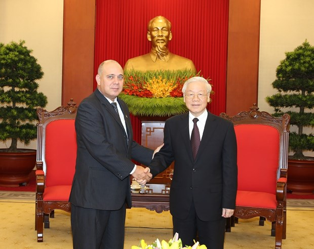 越共中央总书记阮富仲会见古巴高级代表团 hinh anh 1