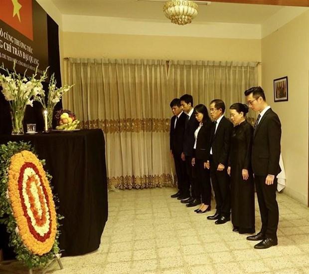 越南驻各国大使馆为陈大光主席举行吊唁仪式并设吊唁簿 hinh anh 4