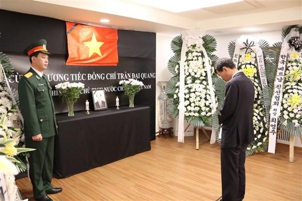 越南驻缅甸和韩国大使馆为陈大光主席举行吊唁仪式 hinh anh 2