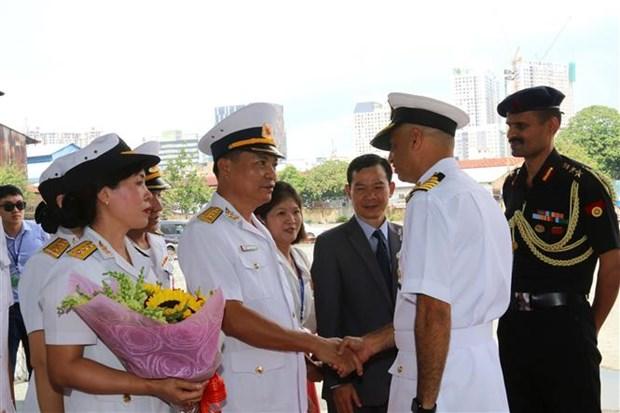 印度海军驱逐舰访问越南 hinh anh 1