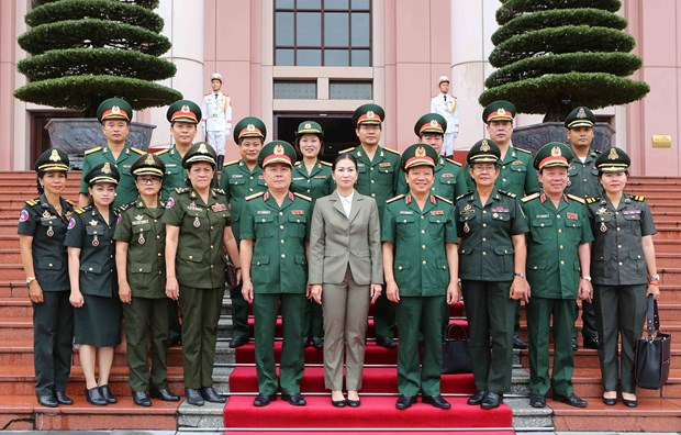 越南和柬埔寨两国加强军队女干部之间的合作 hinh anh 2