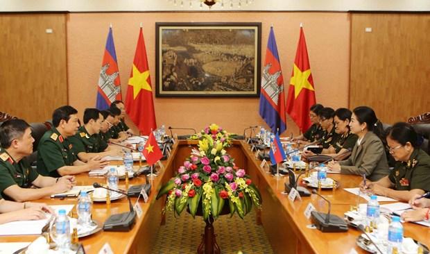 越南和柬埔寨两国加强军队女干部之间的合作 hinh anh 1