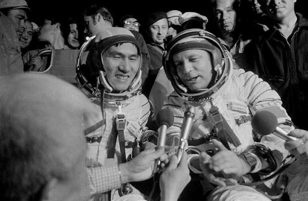 越南人民的亲切朋友——俄罗斯宇航员戈尔巴特科纪念碑正式落成 hinh anh 2