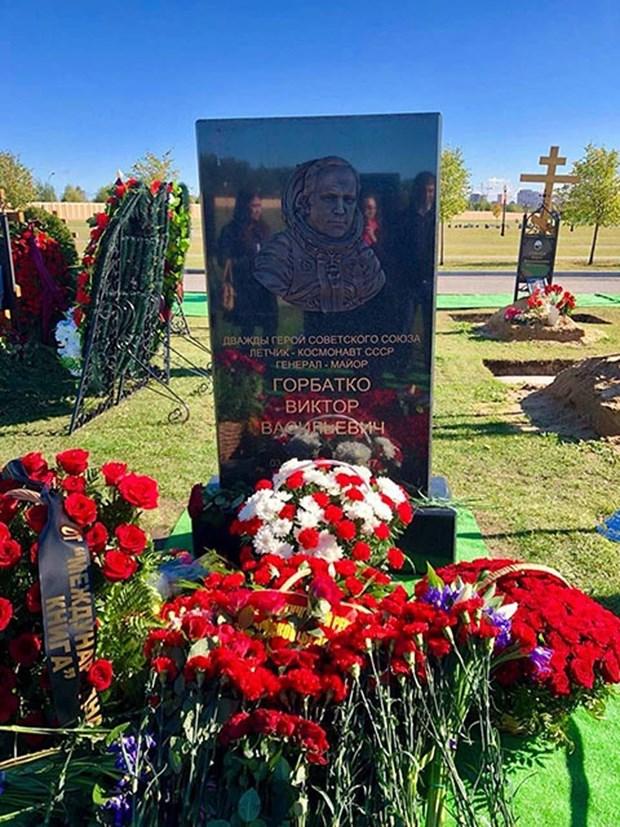 越南人民的亲切朋友——俄罗斯宇航员戈尔巴特科纪念碑正式落成 hinh anh 1