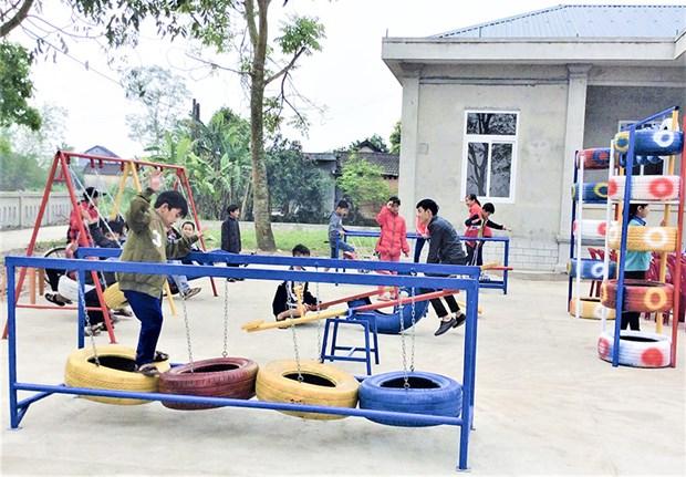使用废旧物品为儿童们建设有趣娱乐场 hinh anh 1