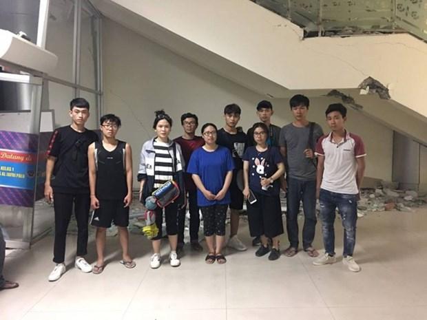 印尼帕卢强震:10名越南大学生已被飞机送到望加锡市机场 hinh anh 1