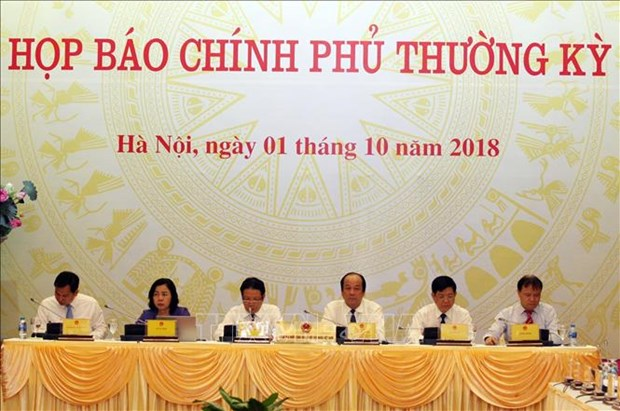 越南政府办公厅主任梅进勇主持政府9月份例行会议新闻发布会 hinh anh 1