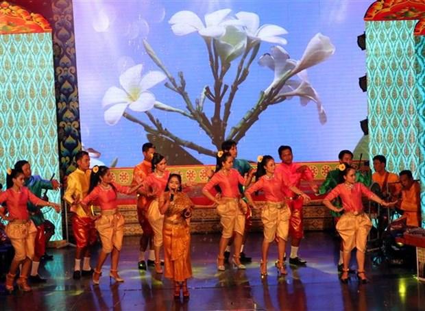 第一届九龙江三角洲地区高棉族民歌联欢会正式开幕 hinh anh 1