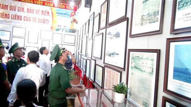 """""""黄沙、长沙归属越南—历史证据和法律依据""""展览会在广治省举行 hinh anh 2"""