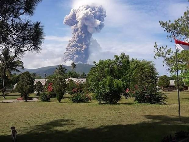 遭地震和海啸袭击后印尼苏拉威西岛再遇火山爆发 hinh anh 1