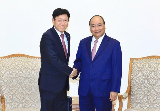 越南政府总理阮春福会见外国投资商 hinh anh 1