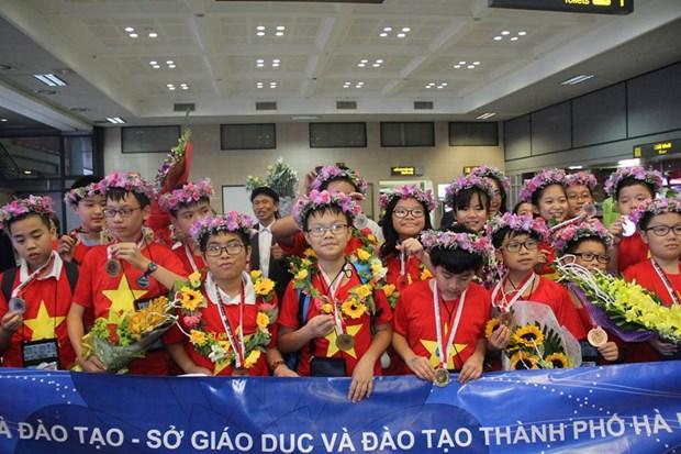 越南学生在国际数学和科学奥林匹克比赛拿下8金 创下新记录 hinh anh 1