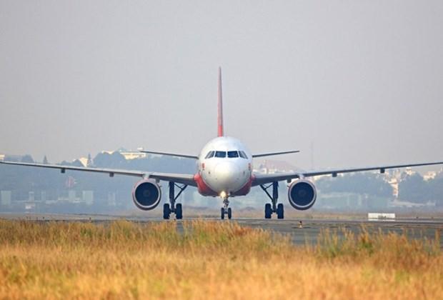 越捷航空搭载援助物资的航班飞往雅加达进行人道主义救援活动 hinh anh 1