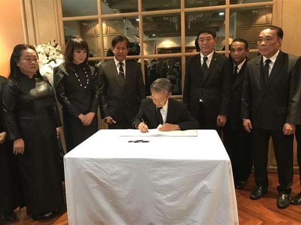 越南驻泰国、韩国大使馆举行原越共中央总书记杜梅吊唁仪式 hinh anh 1