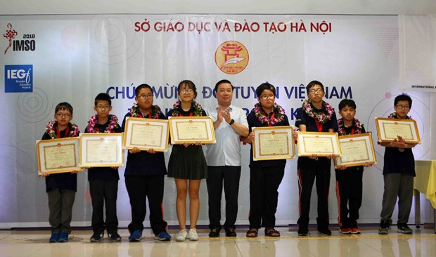 河内市表彰在2018年国际数学和科学奥林匹克比赛中获奖的学生 hinh anh 1