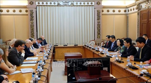 胡志明市与英国加强双方人民议会间合作 hinh anh 1