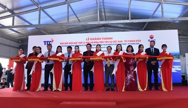 越南首座太阳能发电厂正式投入运营 hinh anh 1