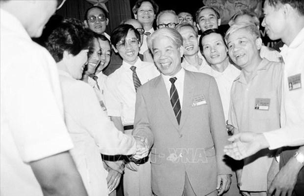 杜梅同志——越南革新事业优秀的领导人和屹然不动、不断创新的总书记 hinh anh 1