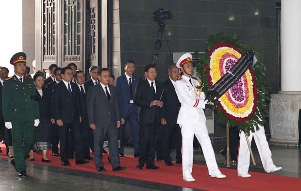 各国代表团悼念原越共中央总书记杜梅 hinh anh 1