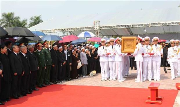 原越共中央总书记杜梅安葬仪式在河内市清池县举行 hinh anh 1