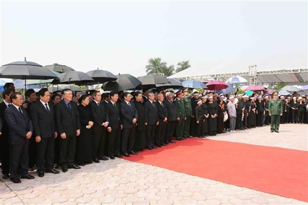 原越共中央总书记杜梅安葬仪式在河内市清池县举行 hinh anh 2