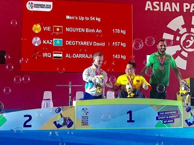 2018年亚残运会:举重运动员阮平安为越南夺下第二枚金牌 hinh anh 1