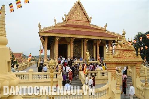 越南西部文化活动亮相越南各民族文化旅游村 hinh anh 1
