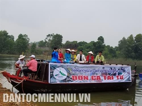 越南西部文化活动亮相越南各民族文化旅游村 hinh anh 2