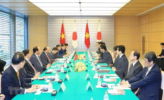 政府总理阮春福与日本首相安倍晋三举行会谈 hinh anh 3