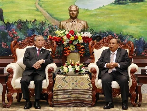 老挝人民革命党中央委员会总书记、老挝国家主席会见越共代表团 hinh anh 1