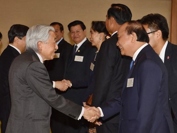 阮春福等湄公河国家领导人拜访日本天皇和皇太子 hinh anh 1