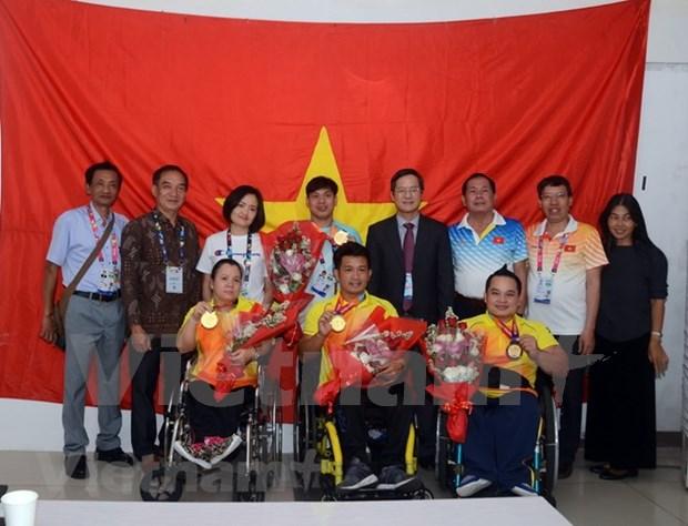 越南体育代表团已夺得四枚金牌、一枚银牌和五枚铜牌 越南驻印尼大使表示祝贺 hinh anh 1