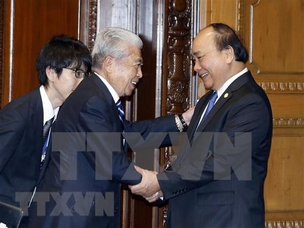 越南政府总理阮春福会见日本众议院议长和日本参议院议长 hinh anh 1