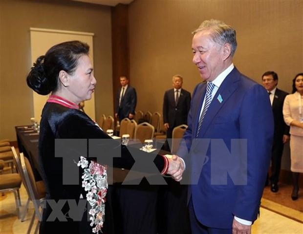 越南国会主席阮氏金银会见哈萨克斯坦马日利斯议长 hinh anh 1