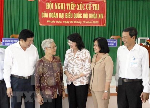 越南国家代主席邓氏玉盛在永隆省开展选民接待活动 hinh anh 1