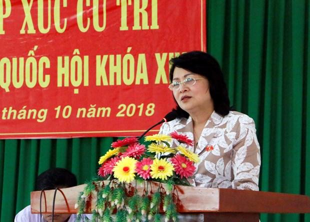 越南国家代主席邓氏玉盛在永隆省开展选民接待活动 hinh anh 2