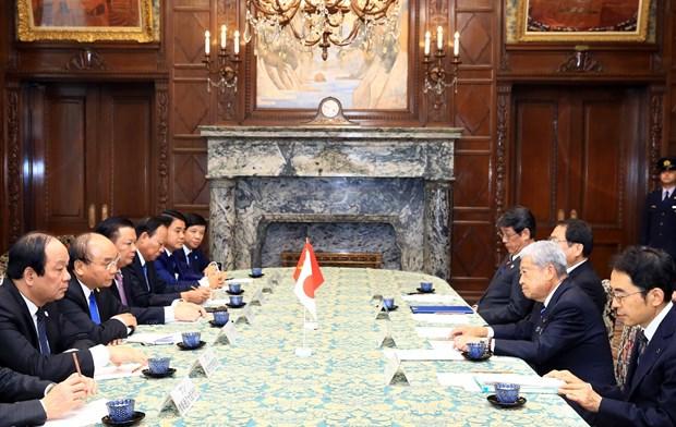 越南政府总理阮春福会见日本众议院议长和日本参议院议长 hinh anh 2