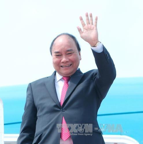 越南政府总理阮春福启程赴印尼出席东盟各国领导人会晤活动 hinh anh 1