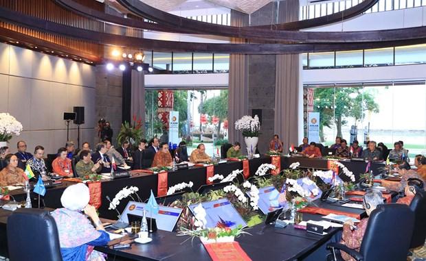 越南政府总理阮春福出席东盟领导人会晤 hinh anh 2