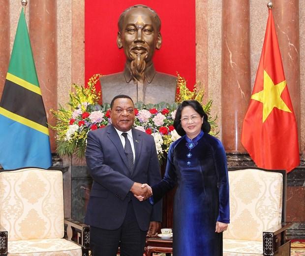 国家代理主席邓氏玉盛会见坦桑尼亚外交与东非合作部部长马希加 hinh anh 1