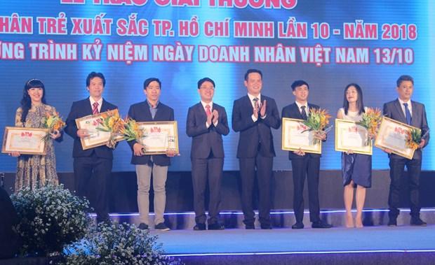 胡志明市17名优秀青年企业家获表彰 hinh anh 1