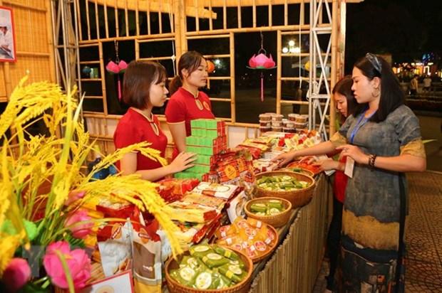 2018年河内美食节吸引数千名居民和游客前来参观 hinh anh 1