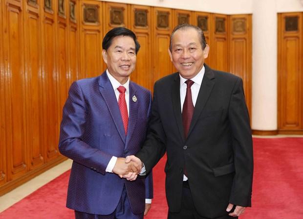 越南政府常务副总理张和平会见万象市委书记兼市长辛拉冯·库派吞 hinh anh 1