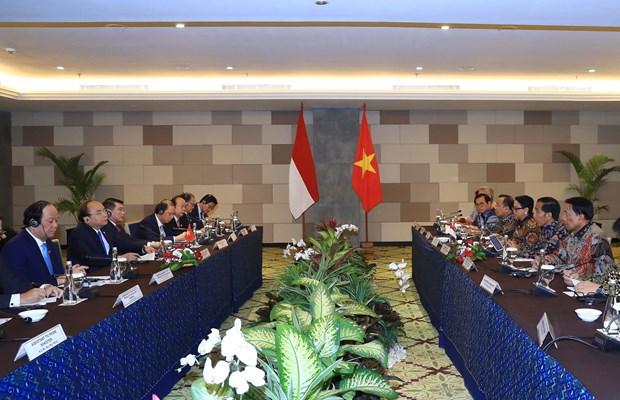 越南政府总理阮春福与印尼总统举行会谈 hinh anh 1