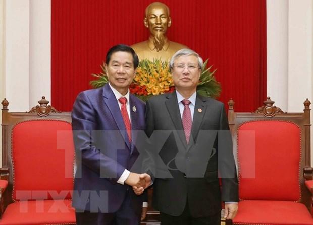 着力加强老挝首都万象与越南各地的合作 hinh anh 1