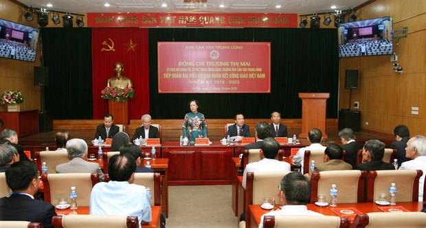 越共中央民运部部长张氏梅会见越南天主教团结委员会代表团 hinh anh 1