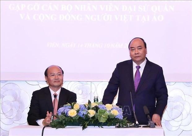 越南政府总理阮春福会见旅居奥地利越南人代表 hinh anh 2